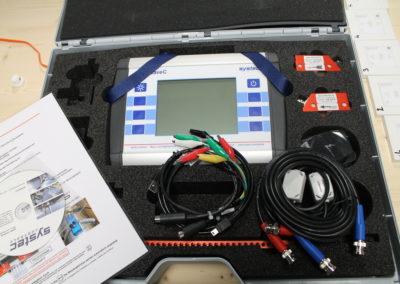 Le débitmètre par ultrasons s'utilise pour des mesures de contrôle ou pour détecter de façon rapide le débit circulant dans un tuyau de manière non destructive.