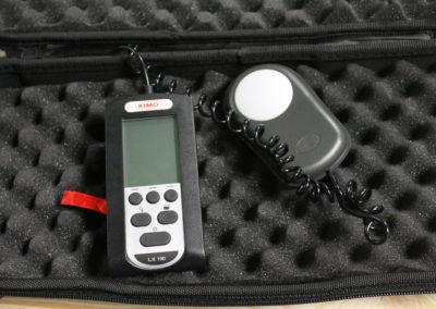Le luxmètre permet de mesurer l'éclairement (naturel ou artificiel) reçu sur une zone ou une pièce.
